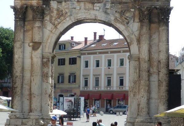 Zlatna vrata – Slavoluk Sergijevaca, Pula